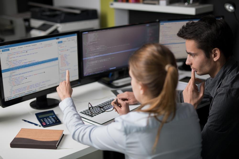 Development Firms vs. Freelancers: How Digital Marketing Agencies Can Choose